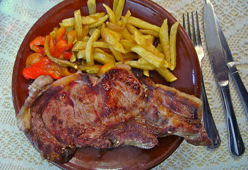 El chuletón de Ávila es uno de sus identificadores culinarios.
